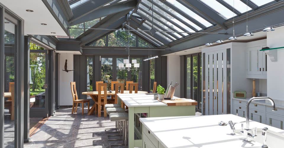 Large Modern Kitchen Conservatory.