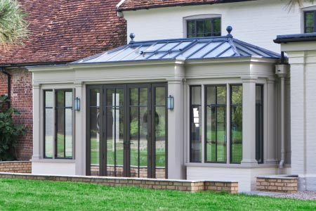 Architectural Bronze gives a contemporary twist to a classical glazed addition in Suffolk