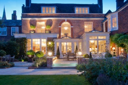 Hampshire townhouse orangery extension for relaxing & dining