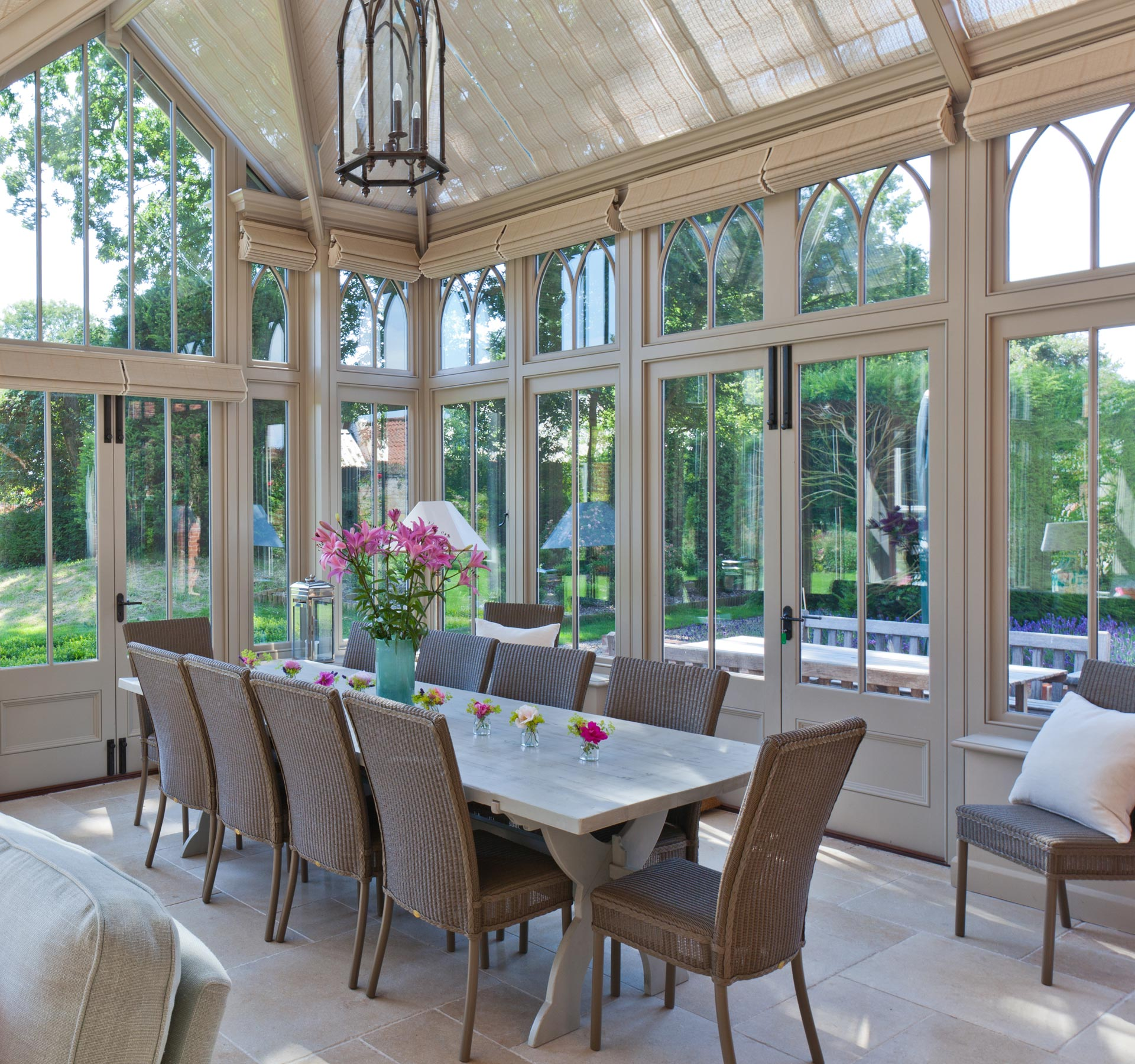 Conservatory as dining room 25 best conservatory dining for Conservatory dining room design ideas